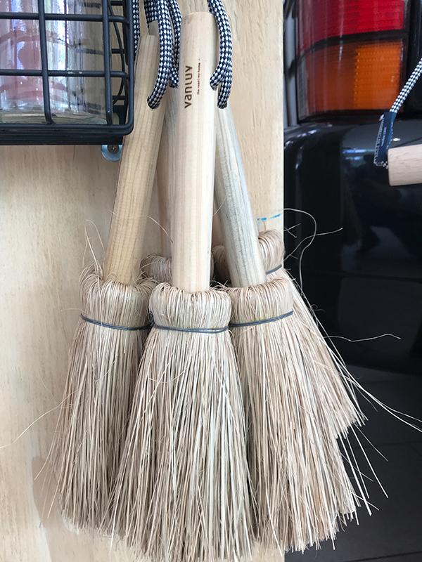 Reisstrohbesen - Holzgriff und Schilfgras Borsten